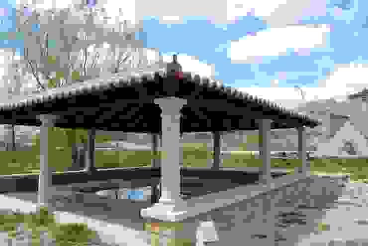 Porche de madera en Torresaviñán Jardines de estilo rústico de CUTECMA Estructuras de madera Rústico
