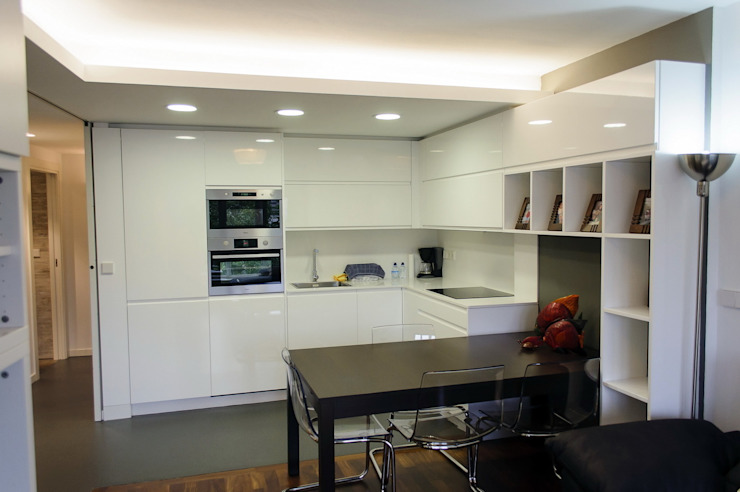 Reforma integral de piso Cocinas de estilo moderno de Intra Arquitectos Moderno