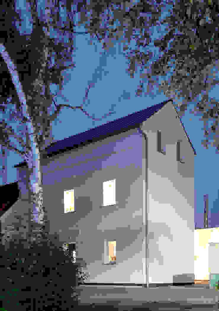 Modern houses by Corneille Uedingslohmann Architekten Modern