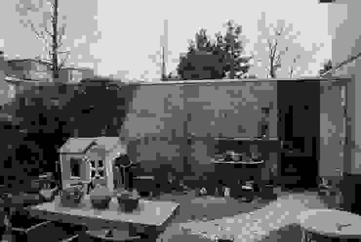 De oude situatie...: modern  door Ontwerpstudio Angela's Tuinen, Modern