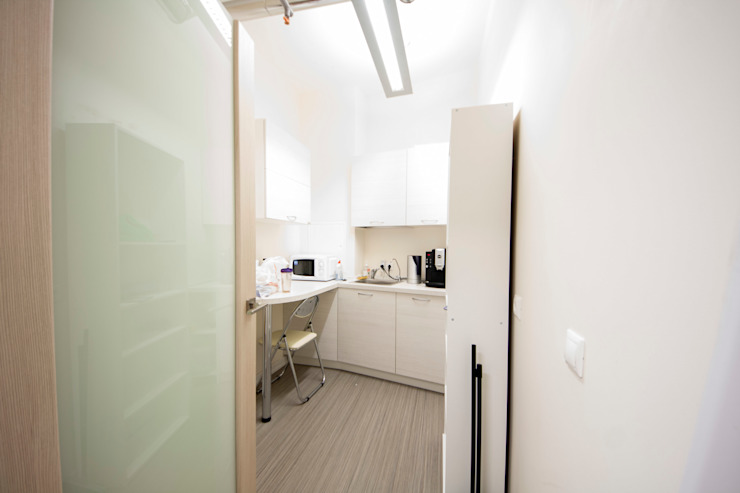 Офис Офисные помещения в стиле минимализм от ESPAS Минимализм