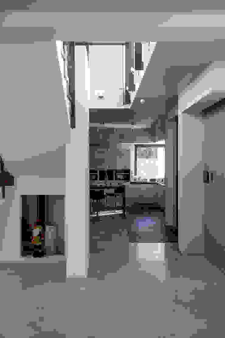 дом в Токсово Кухня в скандинавском стиле от de.studio Скандинавский