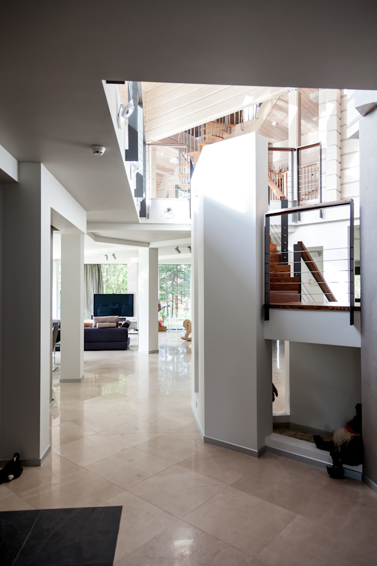 дом в Токсово Коридор, прихожая и лестница в скандинавском стиле от de.studio Скандинавский