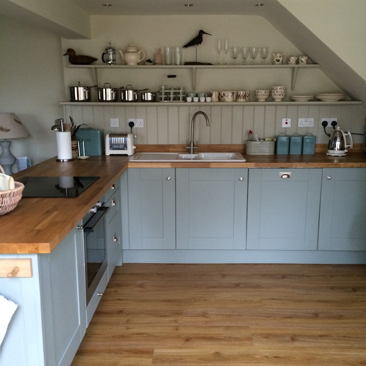 Hollyhock Cottage kitchen di Rooms with a View Rurale