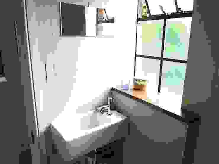 MAISON A LONDRES Salle de bain moderne par Aurelie Gourbin Moderne