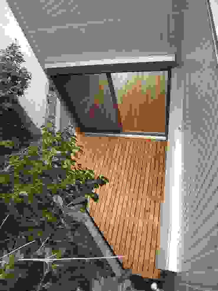 1階・デッキ モダンデザインの テラス の OSM建築設計事務所 モダン