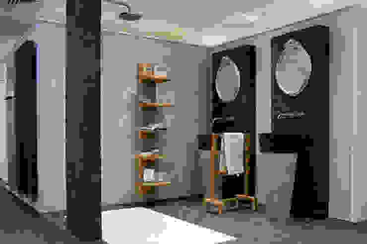 Natuurlijke materiolen:  Badkamer door AM Badkamers,