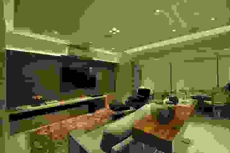 Apartamento rústico com toque moderno oferece conforto à recém-casados Salas de estar modernas por Guido Iluminação e Design Moderno