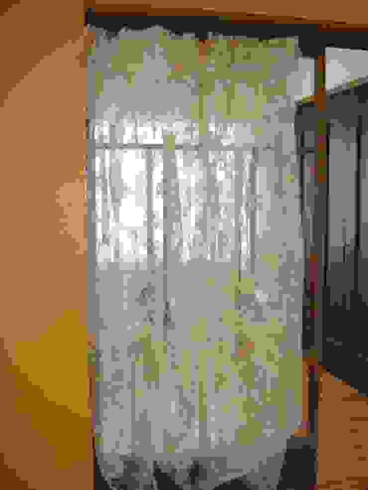 古い和の建具が間仕切りの子供室から見えるリビング: 株式会社リザ・ボーテが手掛けた折衷的なです。,オリジナル