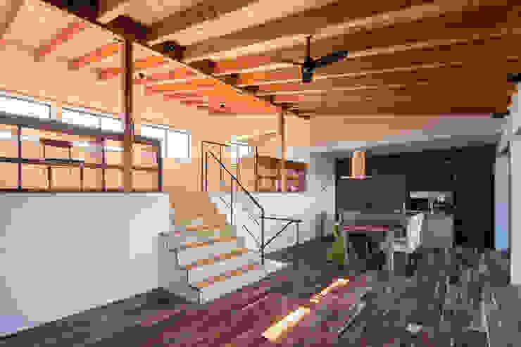オープンキッチン モダンデザインの リビング の 一級建築士事務所シンクスタジオ モダン
