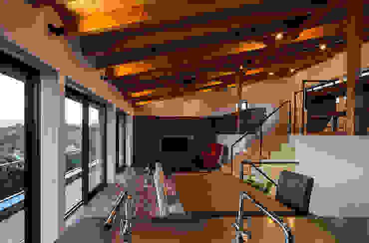 室内夕景 モダンな キッチン の 一級建築士事務所シンクスタジオ モダン