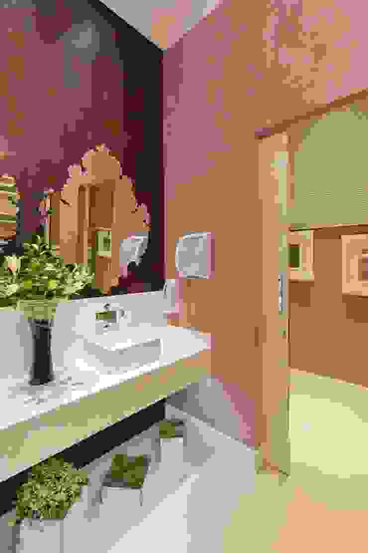 Banheiro Público Casa Cor São Paulo Espaços comerciais modernos por Adriana Fiali e Rose Corsini - FICODesign Moderno