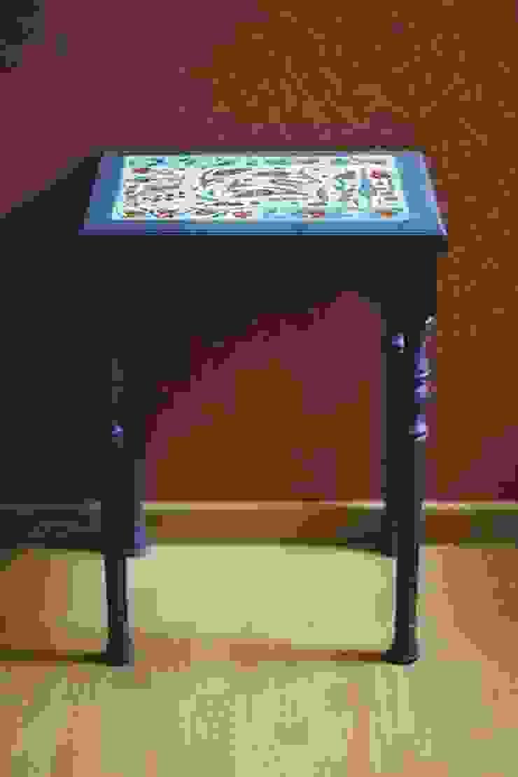 Столик с керамической столешницей. Материал: керамика, минеральные краски, прозрачная глазурь; для столика использована древесина. от NICE CATCH Классический