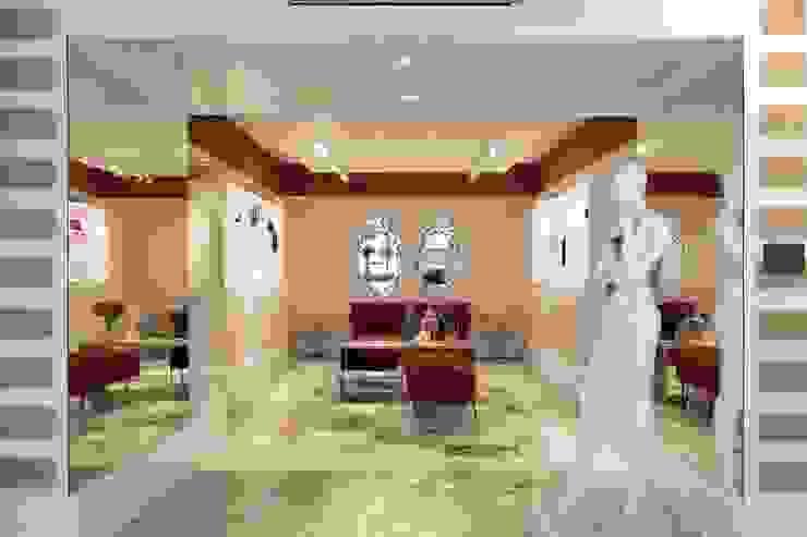 JOALHERIA DESIGN - CASA COR SP 2015 - BRASIL - Piso em mármore com paginação clássica Lojas & Imóveis comerciais modernos por Adriana Scartaris: Design e Interiores em São Paulo Moderno