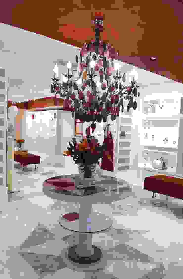 JOALHERIA DESIGN - CASA COR SP 2015 - BRASIL - Mesa em Marchetaria Lojas & Imóveis comerciais modernos por Adriana Scartaris: Design e Interiores em São Paulo Moderno