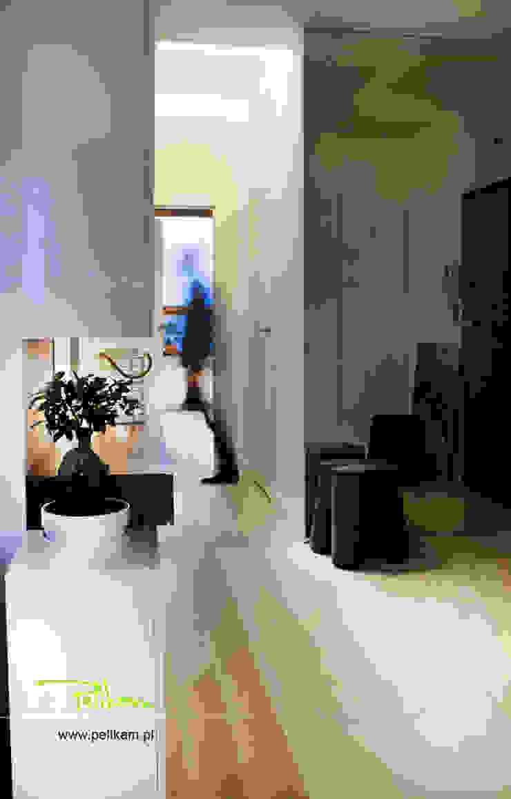 Mieszkanie w Warszawie Nowoczesny korytarz, przedpokój i schody od PELIKAM Nowoczesny