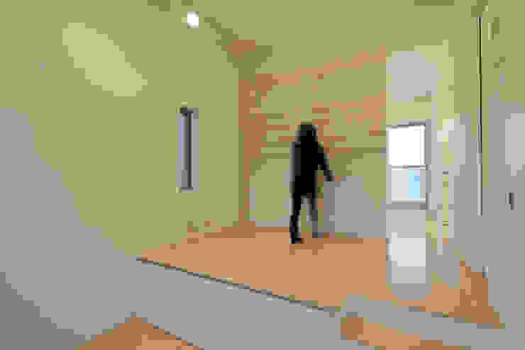 Ruang Media Modern Oleh トレス建築事務所 Modern