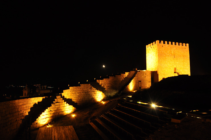 Recuperação do Castelo de Celorico da Beira 3 Casas rústicas por ARKIVO Rústico
