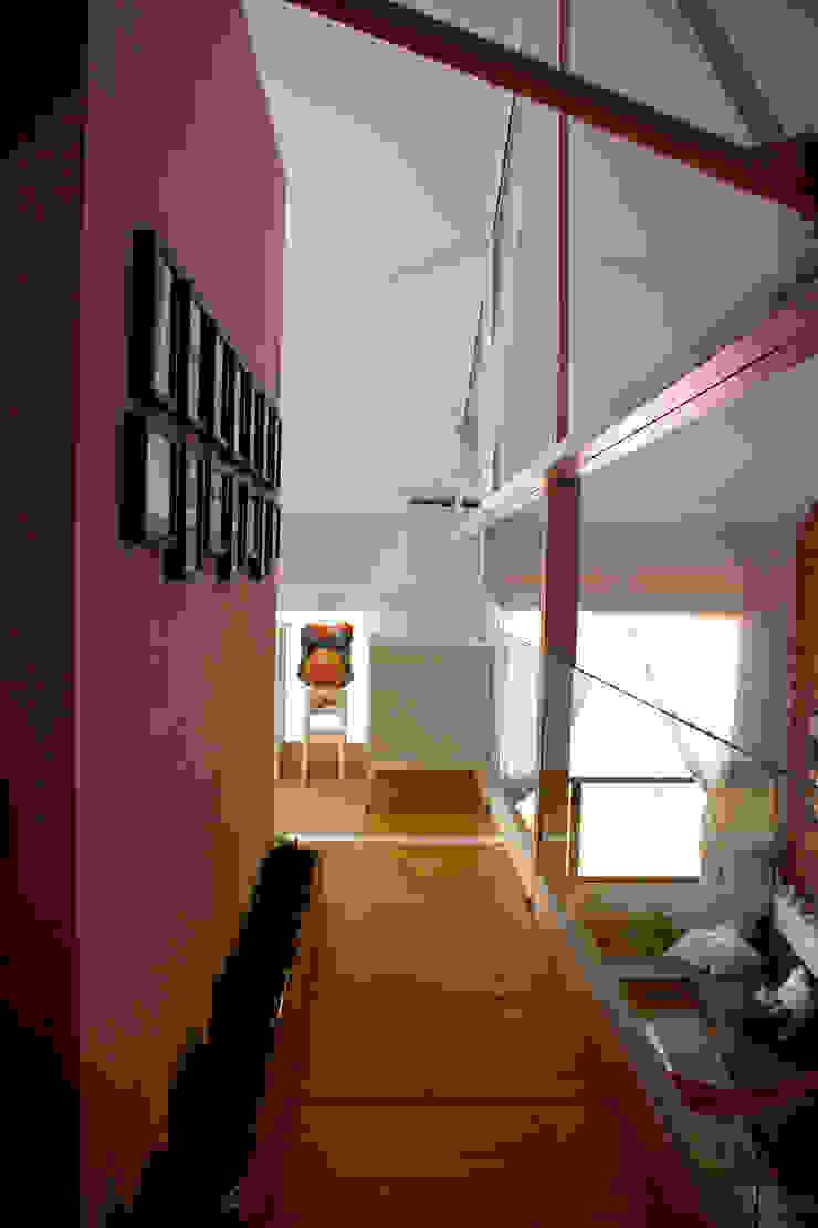 pasillo jardinera Pasillos, vestíbulos y escaleras de estilo industrial de SMMARQUITECTURA Industrial