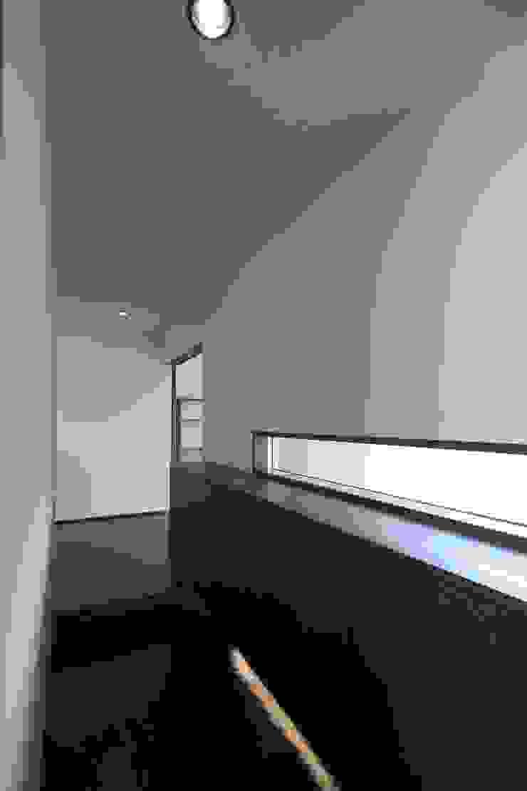 南足柄の家 モダンスタイルの 玄関&廊下&階段 の 天工舎一級建築士事務所 モダン