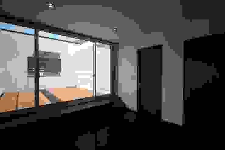 南足柄の家 モダンスタイルの寝室 の 天工舎一級建築士事務所 モダン