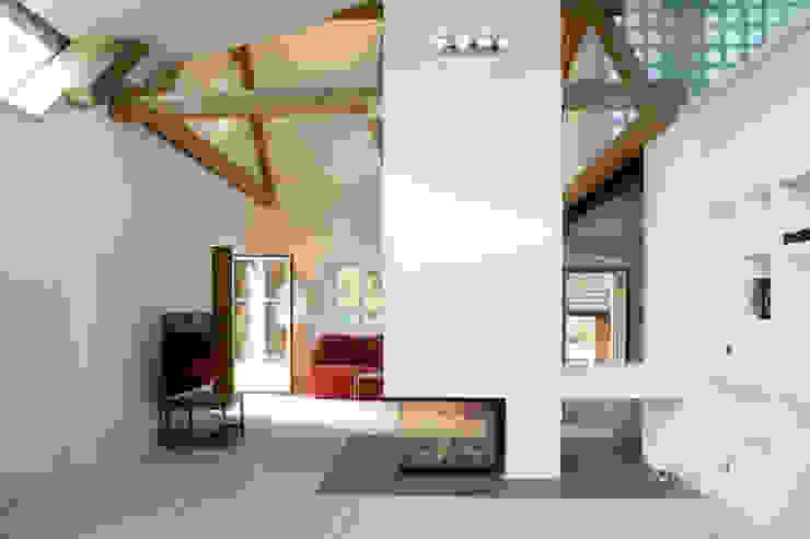 landhaus w. Wohnzimmer im Landhausstil von gaupenraub+/- Landhaus