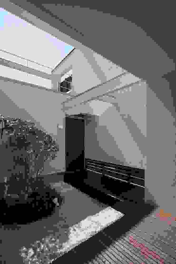 南足柄の家 モダンな庭 の 天工舎一級建築士事務所 モダン