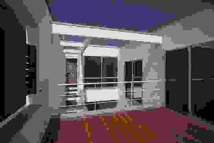 南足柄の家 モダンデザインの テラス の 天工舎一級建築士事務所 モダン