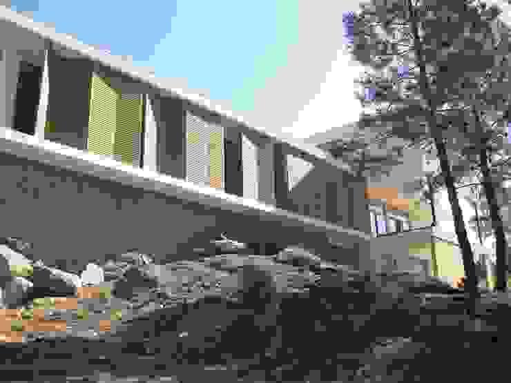 Fazenda da Esperança - Portugal 7 Casas modernas por ARKIVO Moderno