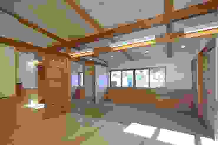 こどもきらきら園1,2歳児室 オリジナルな学校 の MK design studio オリジナル