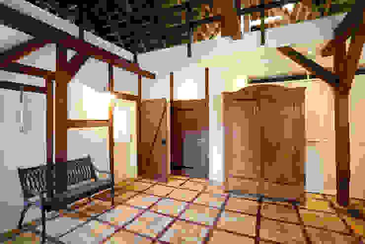 Architekturbüro Griebel カントリースタイルの 玄関&廊下&階段