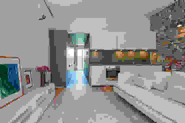 Salas de estar mediterrânicas por Lara Pujol | Interiorismo & Proyectos de diseño Mediterrânico