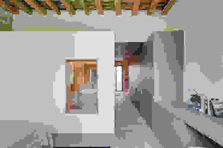 Closets mediterrânicos por Lara Pujol | Interiorismo & Proyectos de diseño Mediterrânico