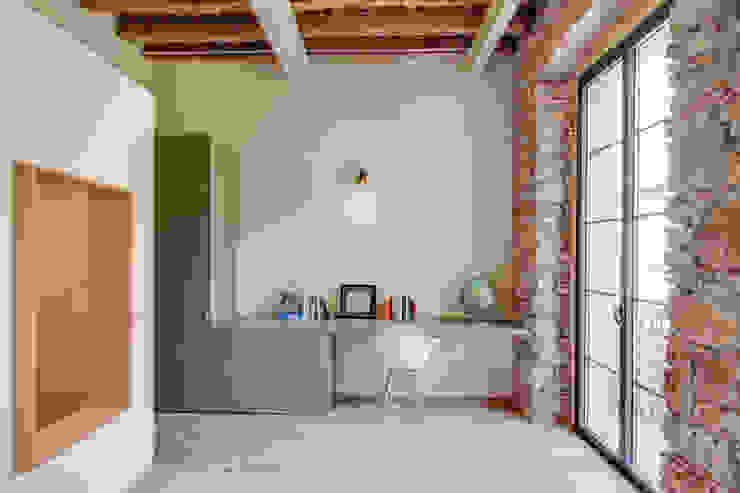 Mediterranean style study/office by Lara Pujol | Interiorismo & Proyectos de diseño Mediterranean