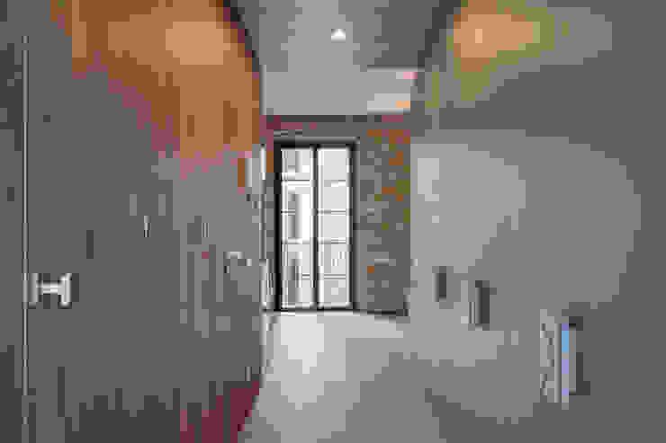 LOFTS GIRONA Vestidores de estilo mediterráneo de Lara Pujol | Interiorismo & Proyectos de diseño Mediterráneo