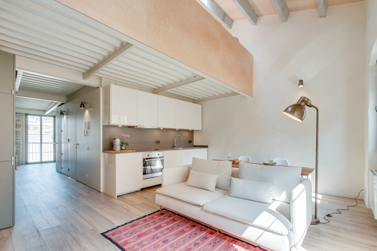 LOFTS GIRONA Comedores de estilo mediterráneo de Lara Pujol | Interiorismo & Proyectos de diseño Mediterráneo