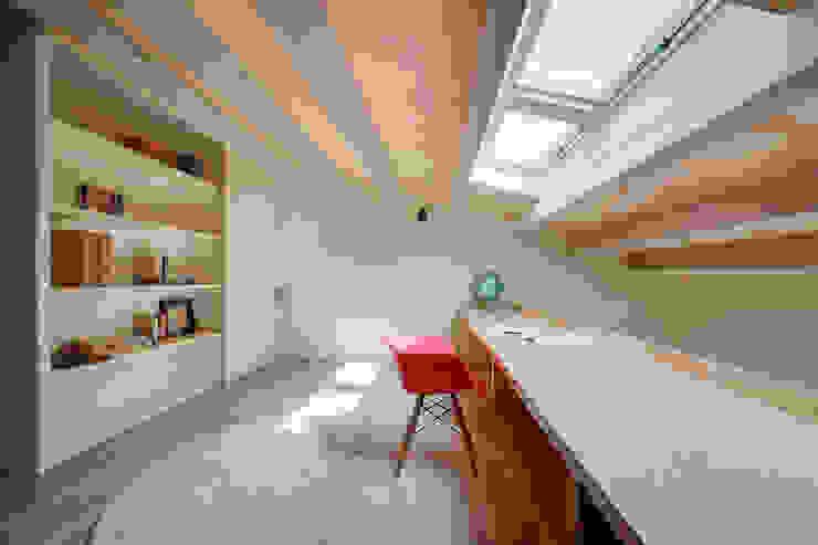 Рабочий кабинет в средиземноморском стиле от Lara Pujol | Interiorismo & Proyectos de diseño Средиземноморский