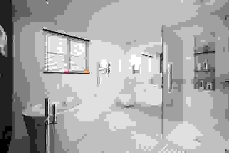 Mornington Road Modern bathroom by Clear Architects Modern