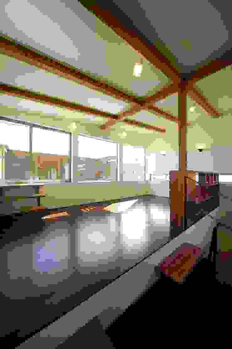 Modern living room by 建築デザイン工房kocochi空間 Modern