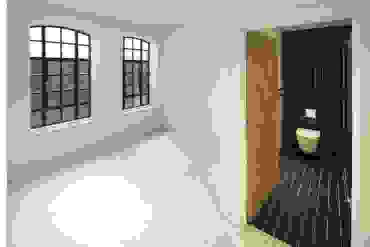 Coborn House Modern bathroom by Clear Architects Modern