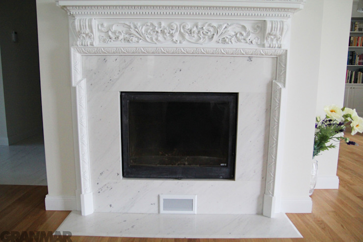 GRANMAR Borowa Góra - granit, marmur, konglomerat kwarcowy Living roomFireplaces & accessories