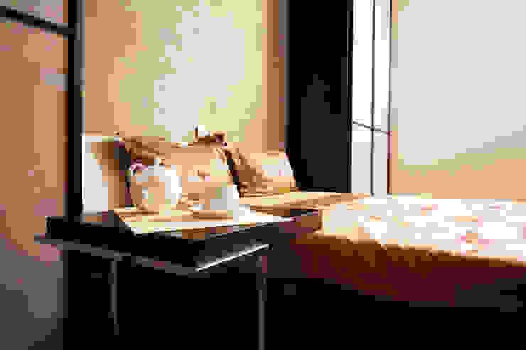 """Дизайн квартиры """"Домашний уют"""" Спальня в стиле минимализм от Samarina projects Минимализм"""