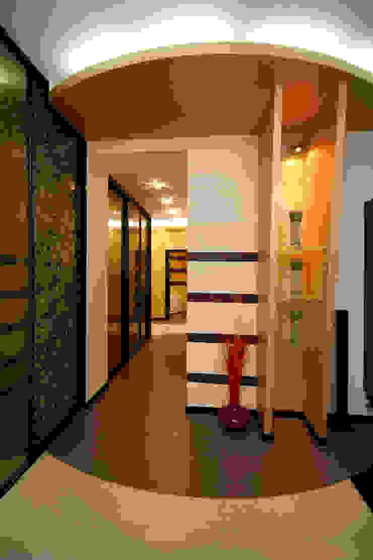 "Дизайн квартиры ""Домашний уют"" Коридор, прихожая и лестница в стиле минимализм от Samarina projects Минимализм"
