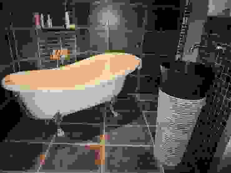La baignoire : l'élément central du projet Salle de bain moderne par Isabelle Sengel Moderne