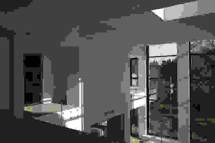 Дом №1 Коридор, прихожая и лестница в стиле минимализм от Elena Zazulina Минимализм