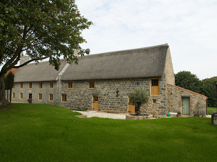 Les Prevosts Farm Rustic style houses by CCD Architects Rustic