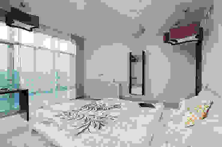 """Дизайн квартиры """"Квартира для современной семьи"""" Спальня в стиле минимализм от Samarina projects Минимализм"""