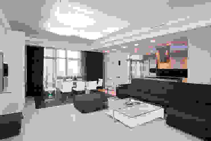 Salas / recibidores de estilo  por Samarina projects,