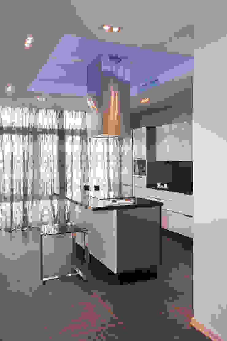 """Дизайн квартиры """"Квартира для современной семьи"""" Кухня в стиле минимализм от Samarina projects Минимализм"""