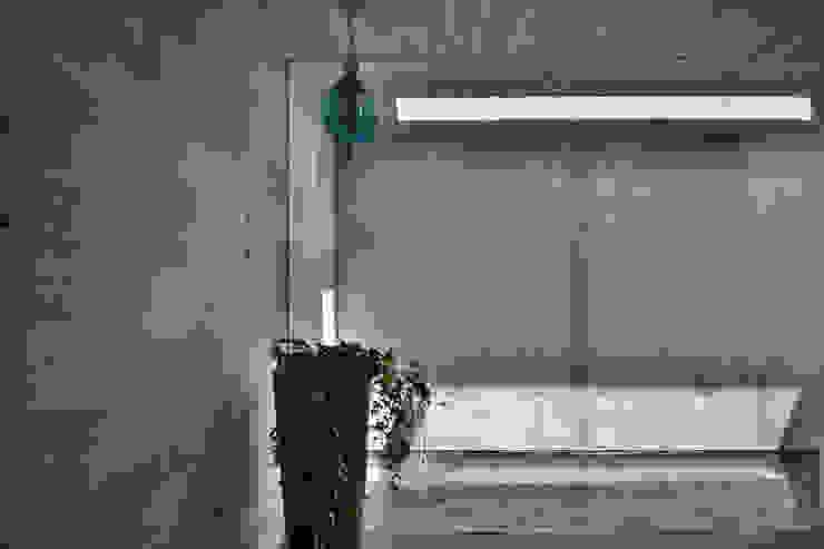 玄関 オリジナルな 壁&床 の 株式会社クレールアーキラボ オリジナル
